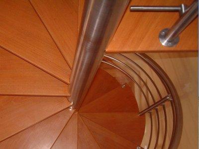 Escada em caracol   inox e madeira